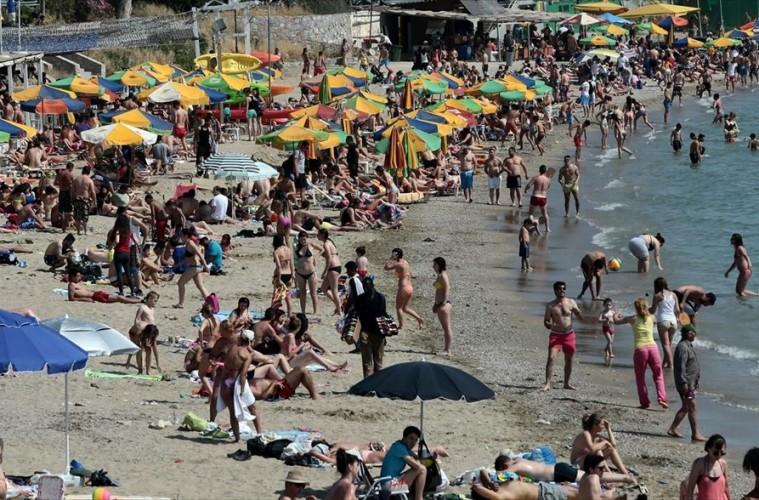 Αποτέλεσμα εικόνας για γεματη  παραλία