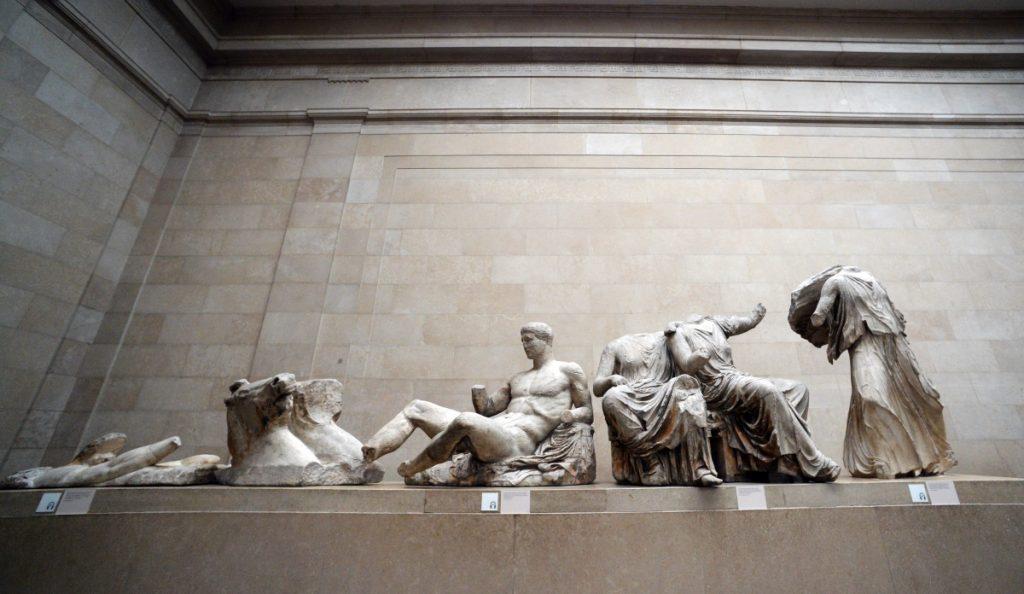 """Γλυπτά που ανήκουν στα """"Μάρμαρα του Παρθενώνα"""" και εκτίθενται στο Βρετανικό Μουσείο"""