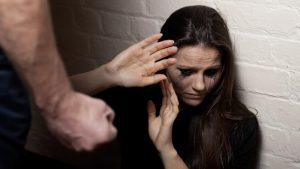 κακοποίηση γυναικών