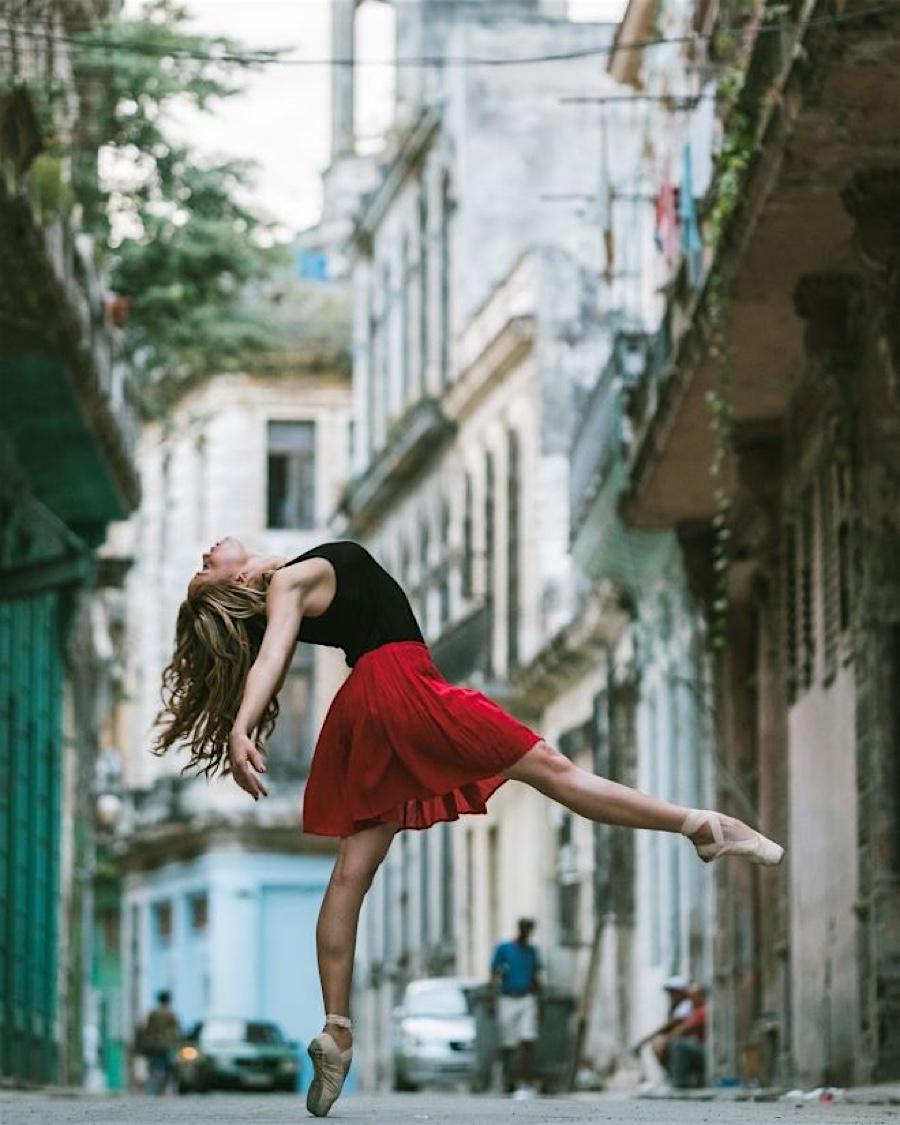 5 καρέ στους δρόμους της Κούβας από τον Omar Z Robles