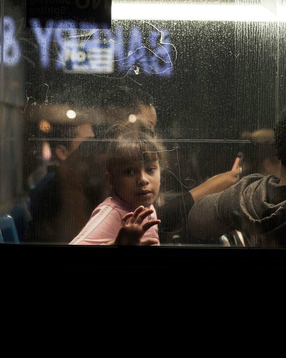 Φώτο-αφιέρωμα: Πίσω από τα παράθυρα