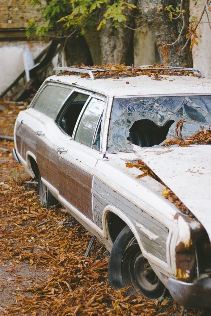 Εγκαταλελειμμένο αυτοκίνητο Φωτογραφία: Ζαρκάδας Δημήτρης