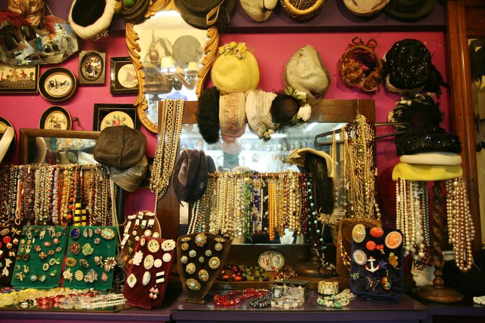 d3d61c560dbc Τα καλύτερα vintage και second hand μαγαζιά στην Αθήνα! - Frapress