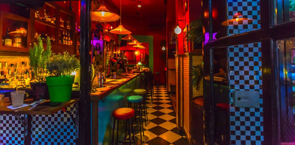 7 μπαρ με φθηνά κοκτέιλ στην Αθήνα που πρέπει να εξερευνήσεις!