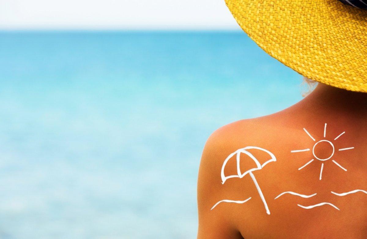 4+1 τρόποι να παλέψεις το κάψιμο από τον ήλιο στο σώμα σου
