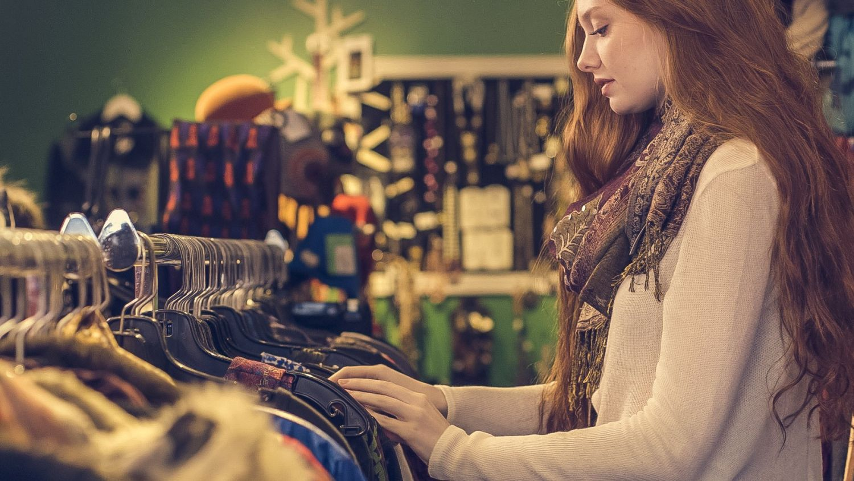 Thrifting  5 must tips για να αγοράζεις σωστά τα μεταχειρισμένα ρούχα σου -  Frapress d3517710671