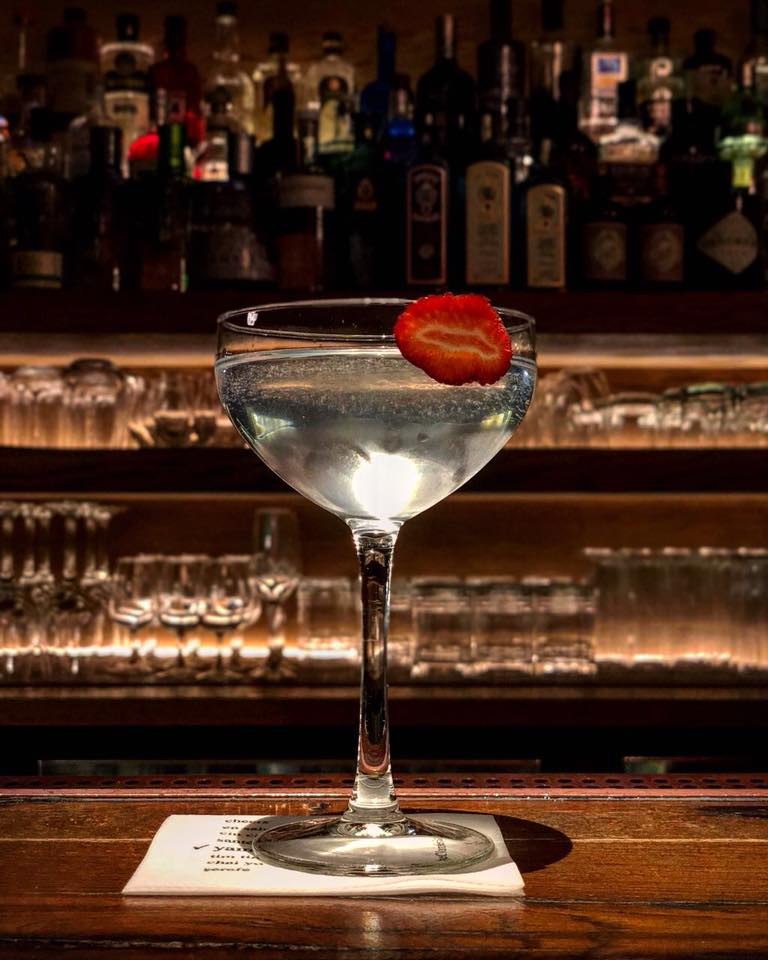 e06f238d6eb5 Πιες σαν άρχοντας στα 9 καλύτερα cocktail bars στην Αθήνα - Frapress