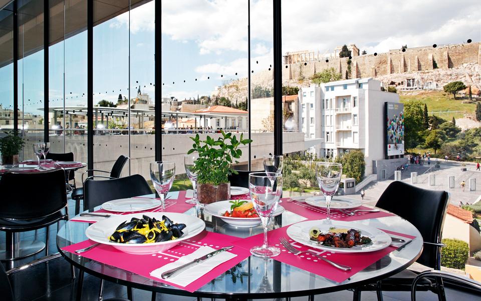 Τα 6 καλύτερα εστιατόρια με θέα στην Αθήνα για να την φας στο πιάτο!