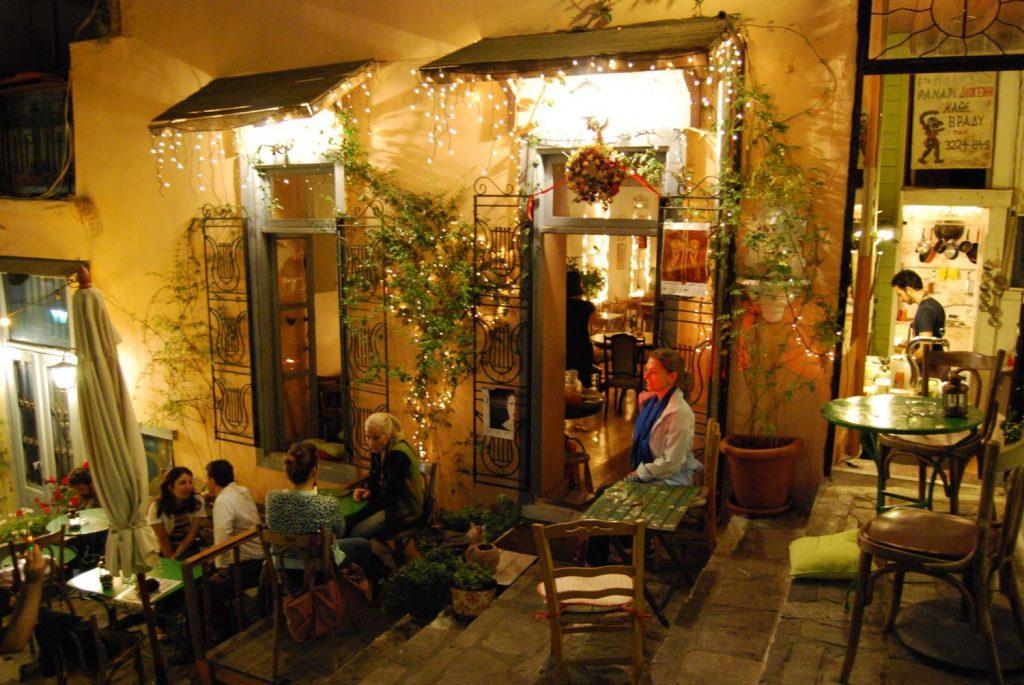 7 ατμοσφαιρικά μπαρ για πρώτο ραντεβού στην Αθήνα που θα σε βγάλουν ασπροπρόσωπο!